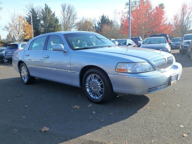 Pre Owned 2006 Lincoln Town Car Signature Limited Sedan In Eugene