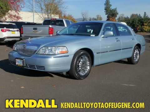 Pre-Owned 2006 Lincoln Town Car Signature Limited